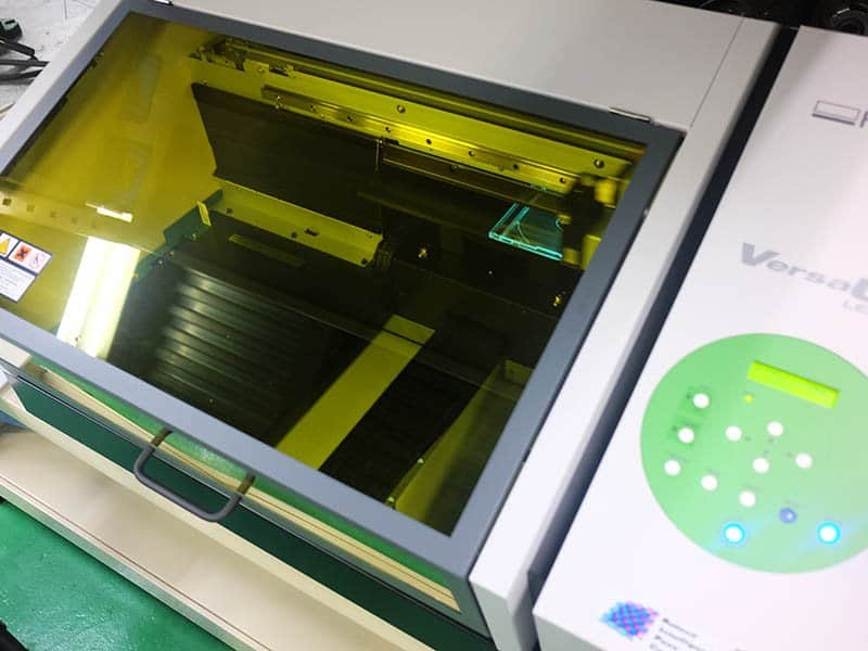 ガラス部分には文字の見やすいUV印刷を使用1